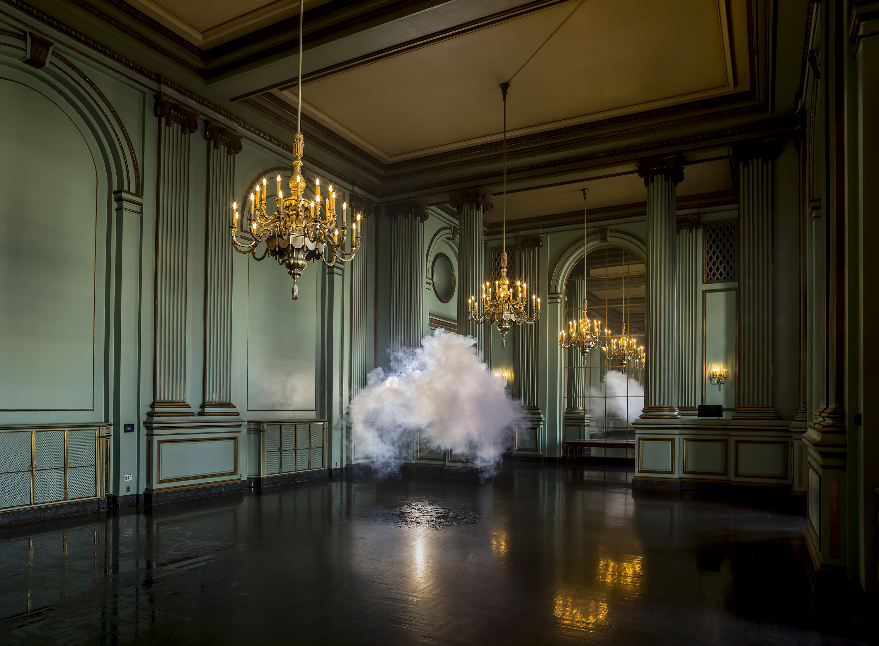 Berndnaut Smilde, Nimbus Green Room, 2013  digital C-type print on aluminium 125 x 170 cm